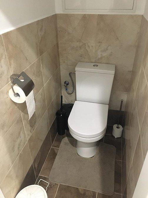 Záchod je prý její druhá pracovna.