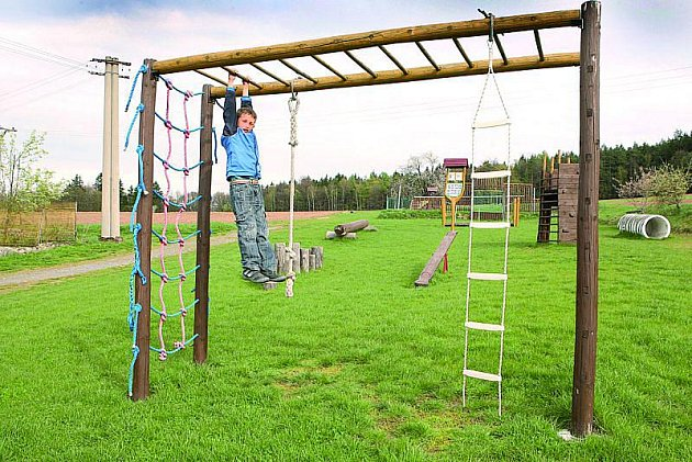 Nově vybudované dětské hřiště se sportovištěm Na Průhoně