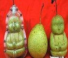 Kdo by nechtěl jíst hrušky ve tvaru buclatého chlapečka?