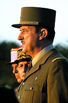 Bernard jako Charles de Gaulle