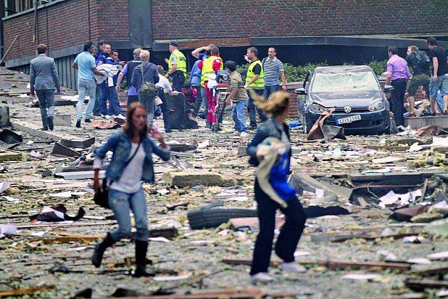 Po explozi vOslu zavládl zmatek. Stím atentátník počítal.