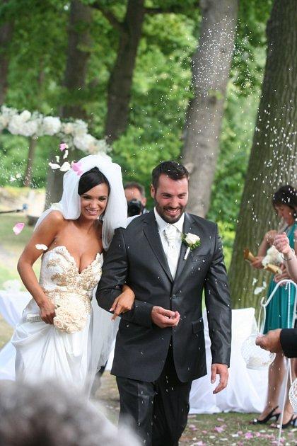 Novomanželé si svatbu užívali.