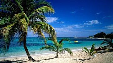Také se nemůžete vynadívat? Takhle krásná je pláž u historického města Montego Bay.