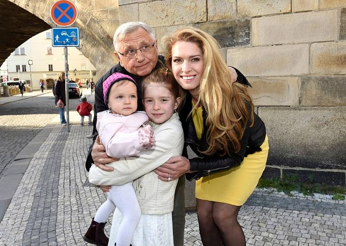 Jiří Menzel s rodinou