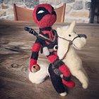 Blake Lively darovala Ryanu Reynoldsovi postavičku Deadpoola z vlny