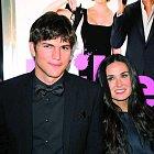 Ashton údajně Demi podváděl s jedenadvacetiletou servírkou.