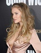Modelce původem z Ruska totiž vypadávalo celé prso!