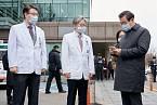 Je potřeba mít na paměti, že napadá zejména starší lidi, kteří měli v minulosti problémy s dýcháním.Město Wu-chan je tím pádem vzhůru nohama.