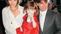 Udělá Tom se své ženy Katie a dcery Suri chudé?