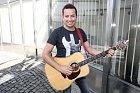 Petr Bende kdysi neměl ani na kytaru.
