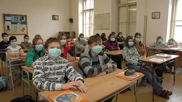 Roušky ve školách. Ilustrační foto.