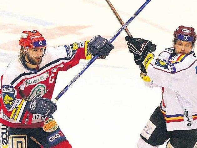 Kdo se bude smát? Ze souboje bratranců Miroslava (vlevo) a Jaroslava Hlinkových vyjde jako vítěz jen jeden.