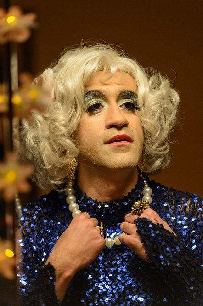 Pěkný transsexuál, že?