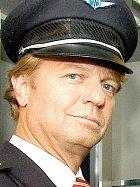 V seriálu Letiště Kramár hraje pilota Václava Schindlera.