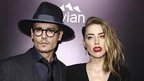 Johnny Depp na Amber Heard pořádně žárlí.