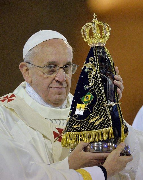 Pannu Marii zAparecidy uctil ipapež František.