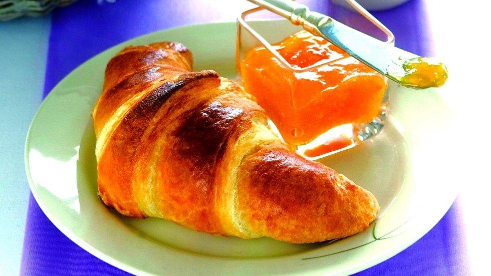 Máslový croissant