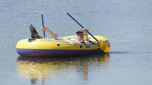 Miloš Zeman na člunu