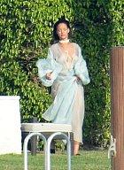 Rihannu načapali v prostorách jedné z vil na Miami...
