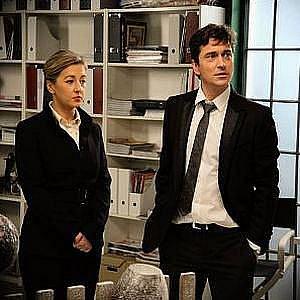 V seriálu Dokonalý svět si herecká manželská dvojice Saša Rašilov a Vanda Hybnerová zahráli bývalé milence