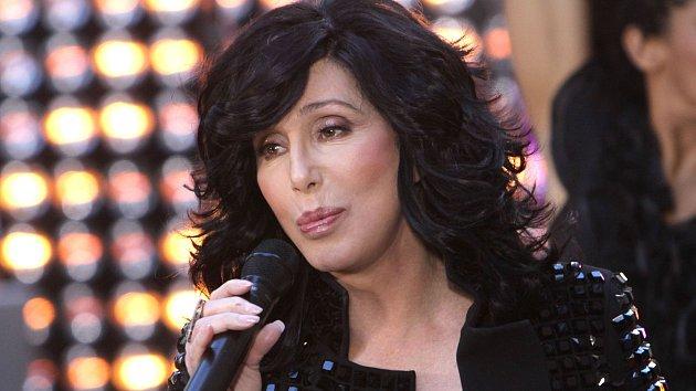 Cher stále touží po fyzické lásce.