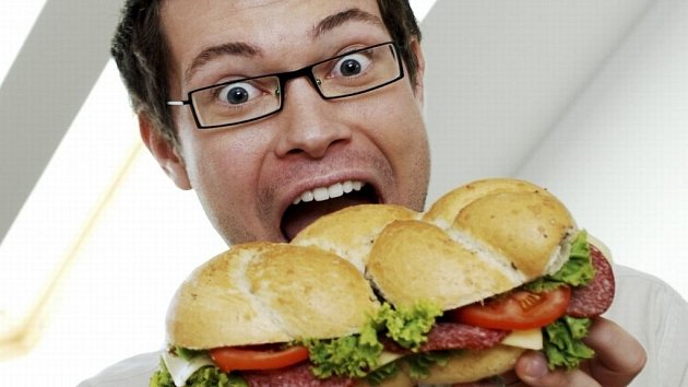 Nadváha zvyšuje krevní tlak, může způsobit mrtvici a srdeční choroby – je tak spoluzodpovědná za čtvrtinu všech úmrtí na Zemi.