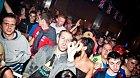 V nočních klubech je řada možností, jak se zabavit. Někdy místo alkoholu stačí pozorovat ostatní hosty.