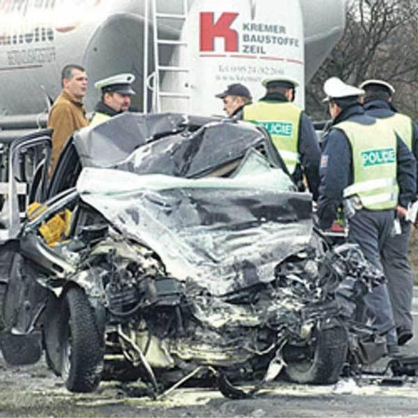 Srážku u Chomutova řidička nepřežila.