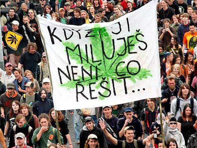 Transparent účastníků pochodu hovoří za vše.