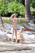 A holky se toho na pláži nebály!