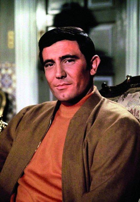 Samolibý výraz mu šel náramně. Kpostavě Jamese Bonda to pasovalo.