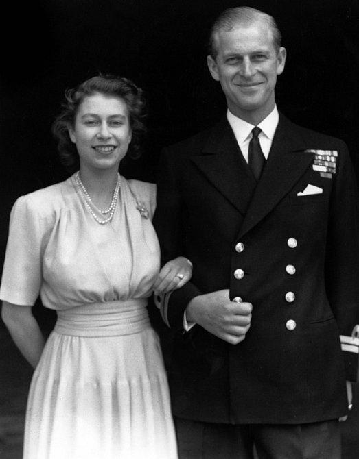 K prvnímu setkání Philipa a královny Alžběty II došlona svatbě bratrance prince.