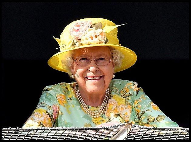 Královna Alžběta II. vdobré náladě.