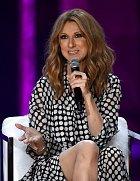 Celine Dion měla první dítě ve třiceti, toužila ale po dalším a tak se pokoušela uspět za pomoci umělého oplodnění. Na šestý pokus to vyšlo a Celine ve 42 letech porodila dokonce dvojčátka.