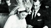 Pátou manželkou se stala španělská miss Carmen Cervera.