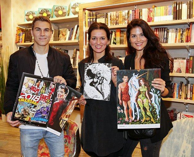 Adéla sdalšími celebritami podepisovala charitativní kalendář pro charitativní spolek Solnička.