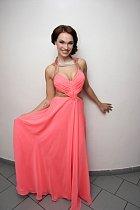 Kamila předvedla odvážné šaty.