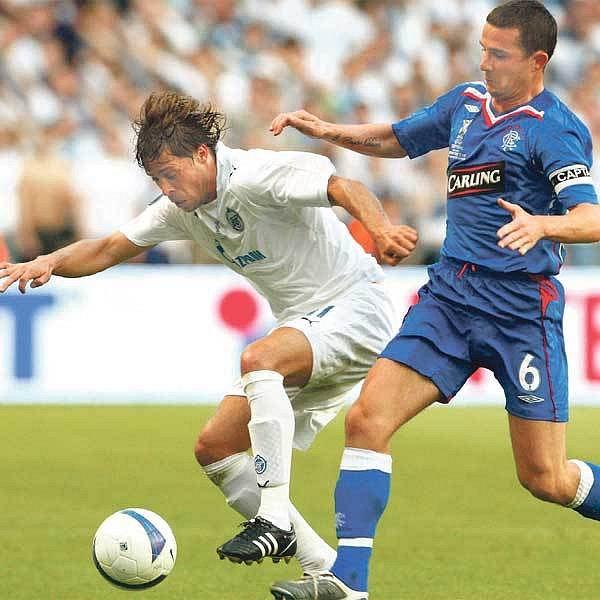 Radek Šírl (vlevo) na levém beku hrál do roztrhání těla a pomohl Petrohradu k zaslouženému triumfu v Poháru UEFA.