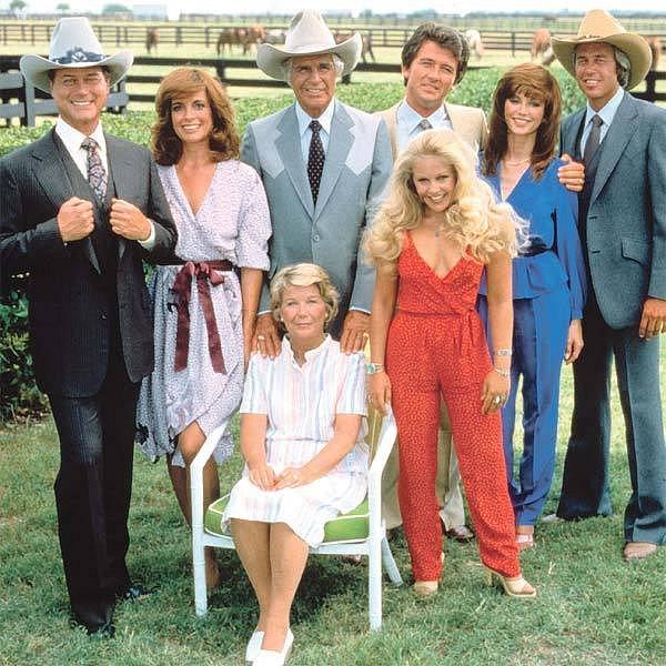 Hvězdy seriálu v dobách největší slávy. Na třicetileté výročí však dorazí jen JR, Bobby a Pamela.