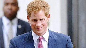 Princ Harry má se svatbou starosti.