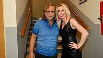 Fanoušky o hospitalizaci informovala zpěvákova dcera, která se o tatínka bála.