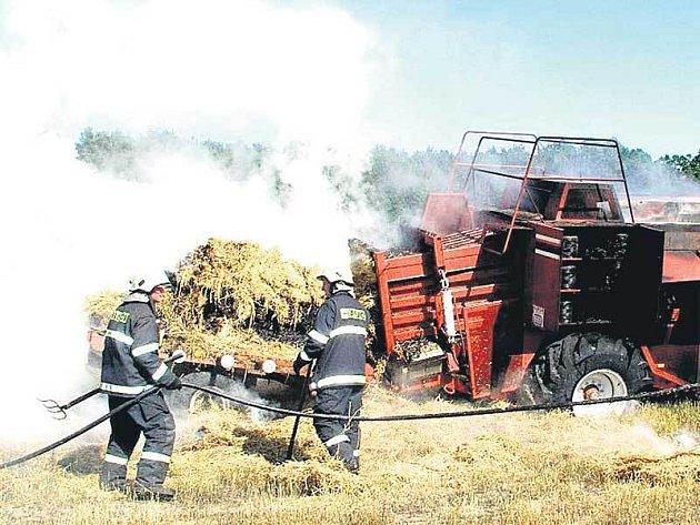 U ohně zasahovalo sedm hasičských jednotek.