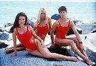 Pobřežní hlídka vplné palbě. Zleva: Yasmine Bleethová, Pamela Andersonová  aAlexandra.