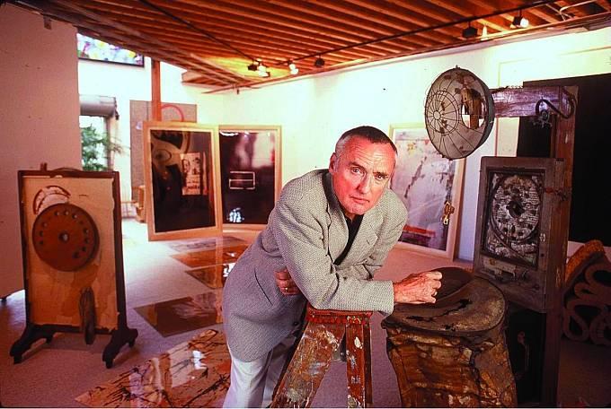 Kromě herectví se zabýval také uměním. Byl nejen nadaným malířem, sochařem afotografem, ale také úspěšným sběratelem.