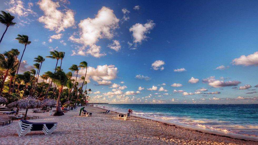 Pláže vMarbelle mají celkovou délku 27 km a liší se od sebe jako den a noc. Tato je zrovna pokrytá krásně bílým pískem.
