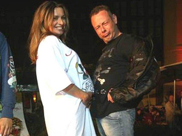 V nové košili do porodnice si měřila bříško Alice Bendová s Michalem Dvořákem.