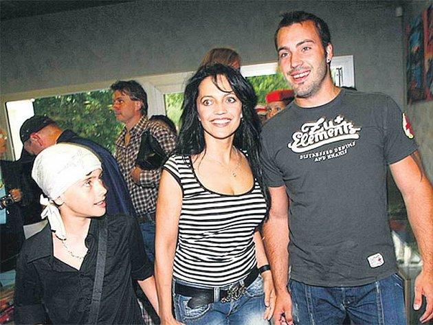 Lucie Bílá s manželem Vaškem a synem Filípkem užívají dovolenou v opravdovém ráji.