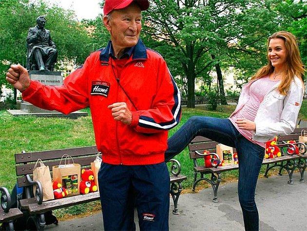 Když Puciho na cestu nakopla taková kráska, jako je Miss ČR Kateřina Sokolová, muselo se mu šlapat výborně.