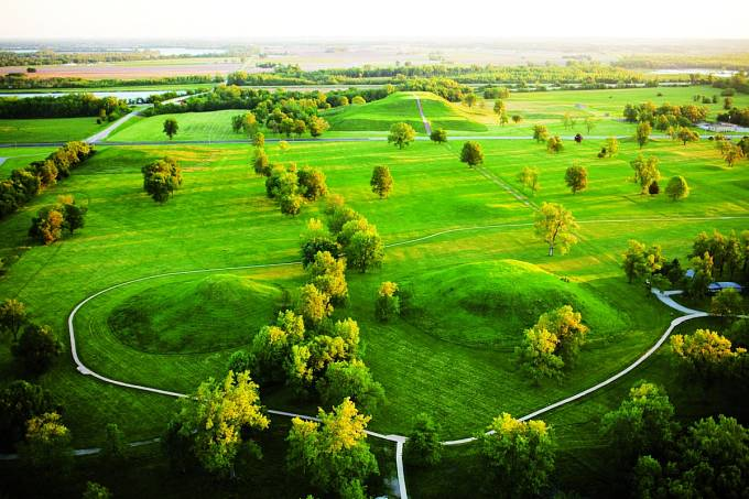 Zde stávalo obří indiánské město. Vpozadí Monks Mound.