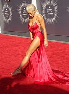 Rita Ora zvolila hodně odvážný model.